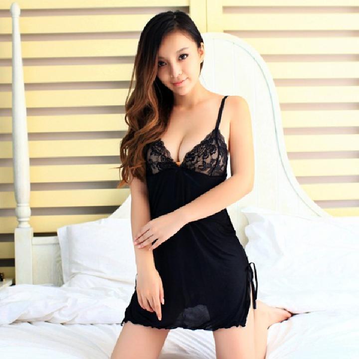 耶妮娅 黑色魅惑优雅蕾丝开叉性感吊带情趣睡裙-美咻咻商城